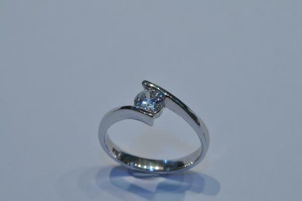 瑞士八心八箭水晶戒指 (2)$370